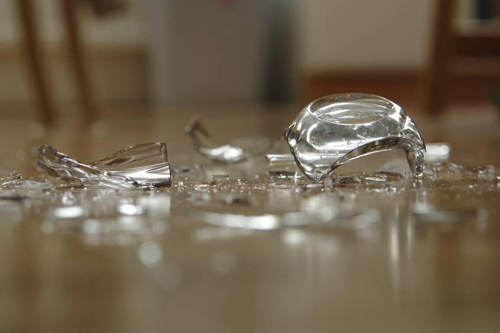 how to clean broken glass