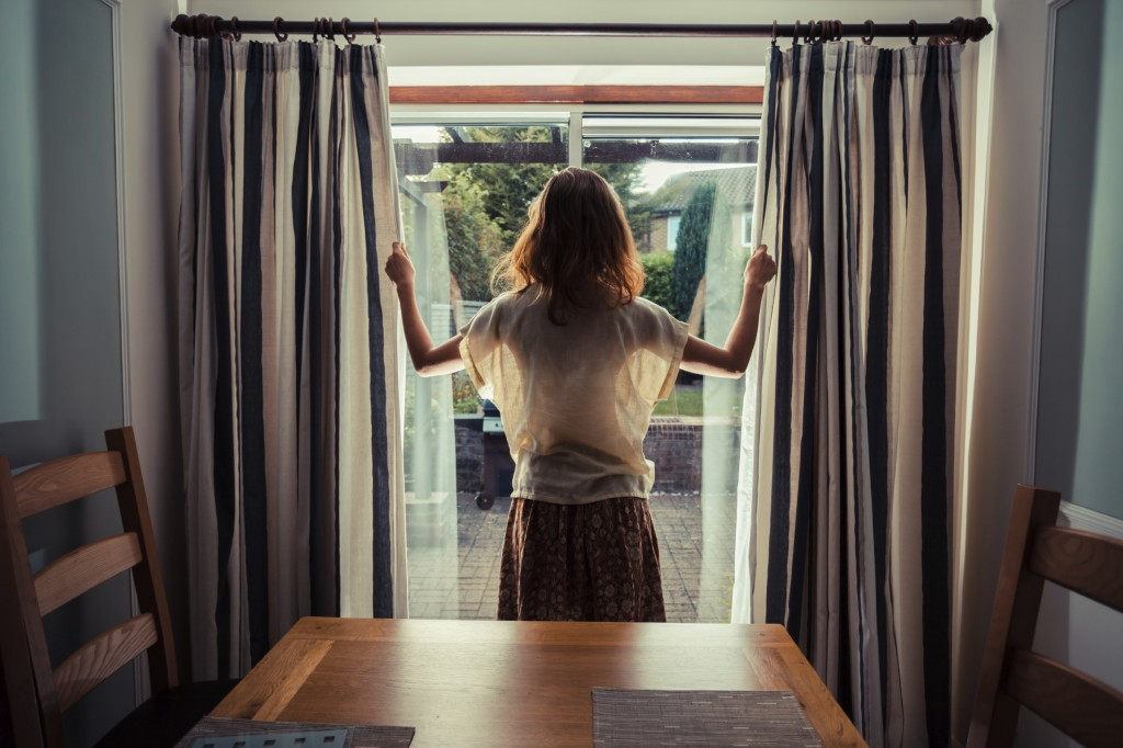 Action Glass - 5 Important Things to Consider When You're Buying Curtains